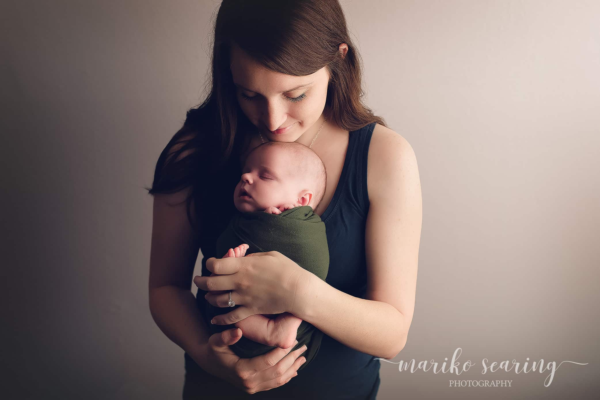 20180121 baton rouge louisiana traditional newborn photograper mom holding baby in arms