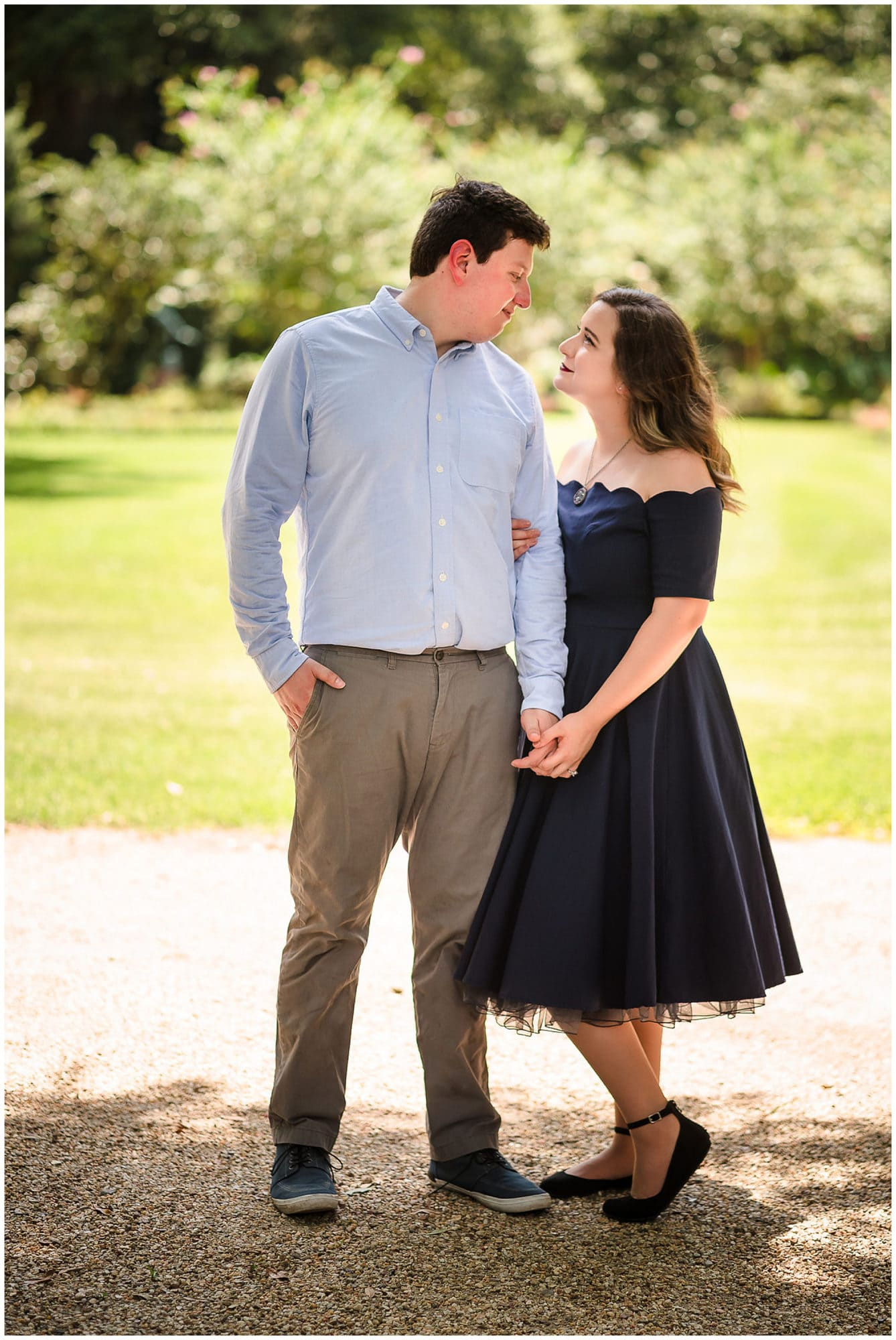 couple posing at Windrush Gardens