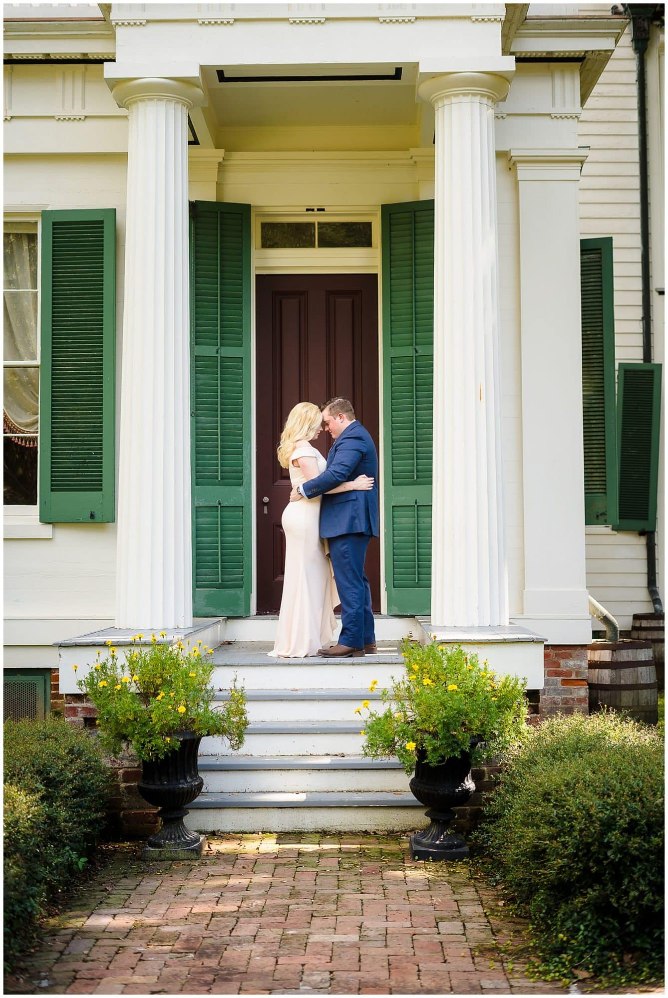 couple touching foreheads at Rosedown Plantation