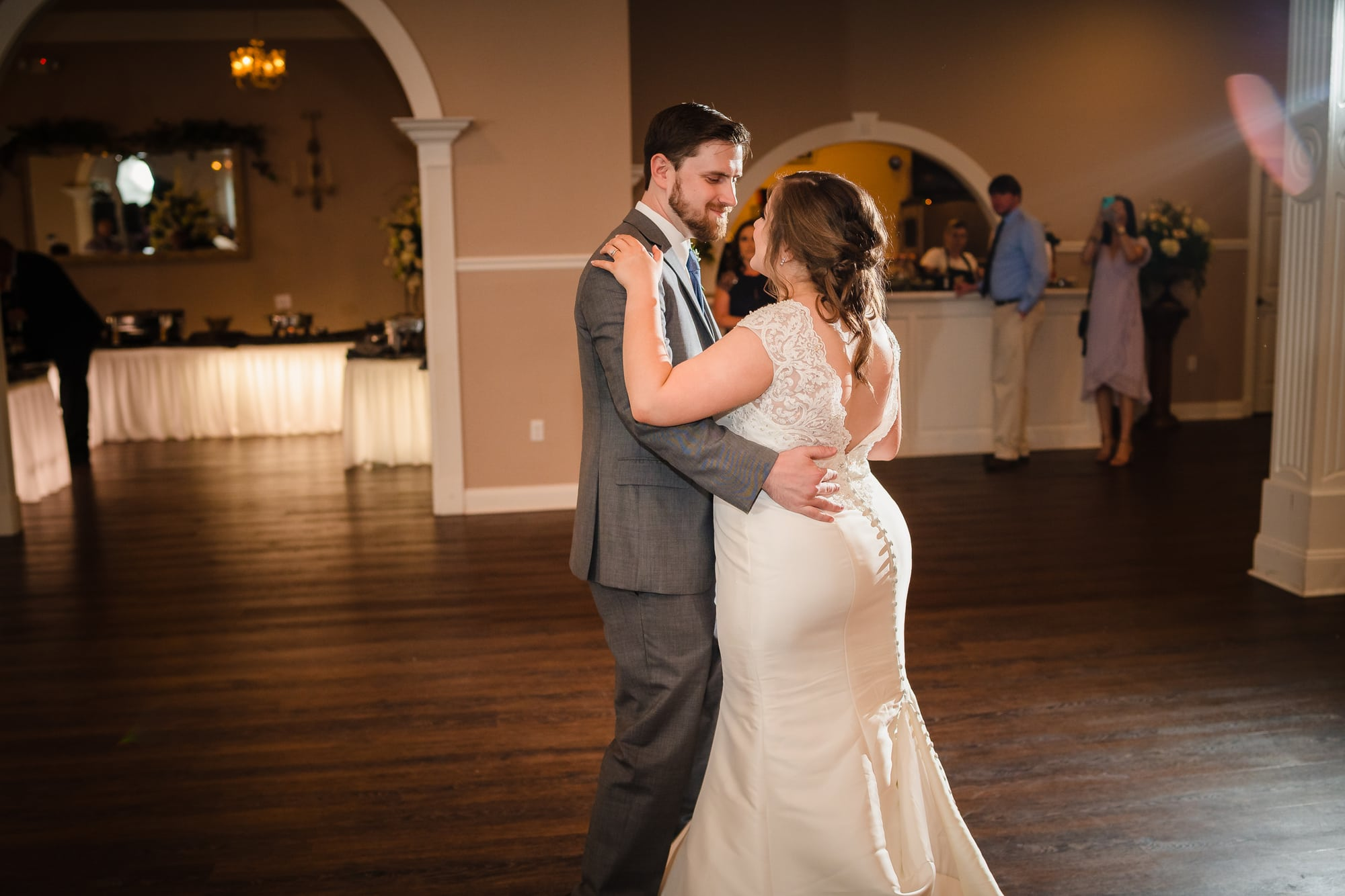 couple dancing at forrest grove plantation