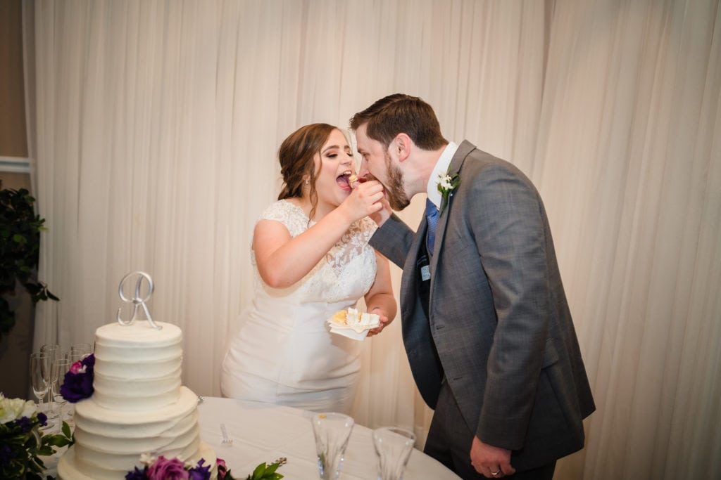 couple eating wedding cake at forrest grove plantation