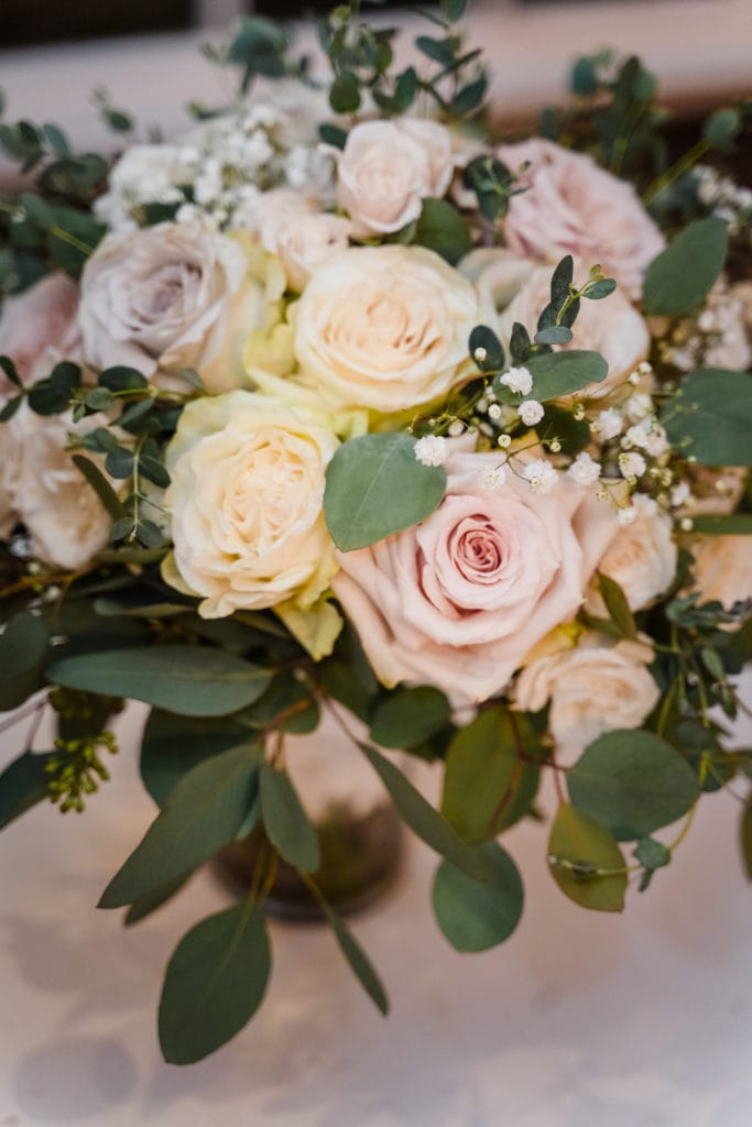 bride bouquet with roses